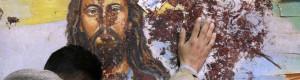 Cristo-murales-macchiato-di-sangue1-940x250