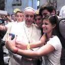 «Non vivete da turisti!» A Genova il Papa incontra i giovani