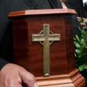 La fede nella vita eterna e la permanenza della dignità del corpo anche oltre la morte