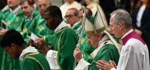 papa_francesco_vescovi_1_lapresse1280